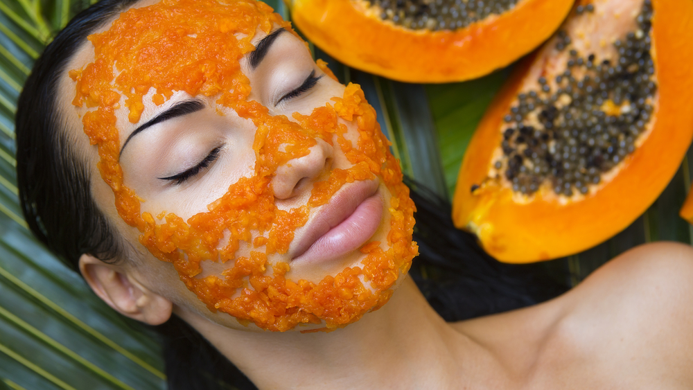 Papaya is a good source of vitamins C and A, magnesium, potassium, and fiber, which makes it a powerful antioxidant with lots of health benefits. It is more than just a healthy fruit. Its properties can be helpful to keep your skin look healthy. It also removes damaged and dead skin to keep the skin healthy and bring a glow to it.